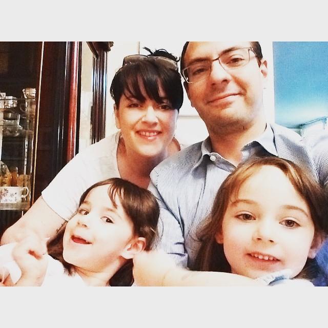Une belle journée en famille qui s'achève!... #etunmariquisessayeauselfiedefamille #demainonremetça #wearefamily…