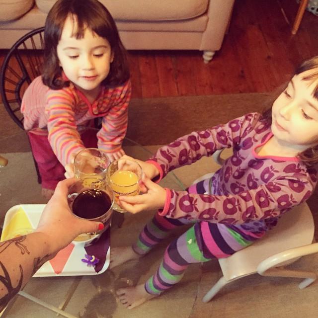 Adage familial : Papa en tournage, apéro de pintades dés…