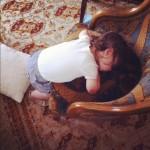 4 isadora endormie sur fauteuil parents