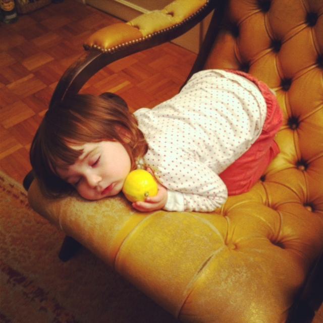 8 isadora endormie avec citron