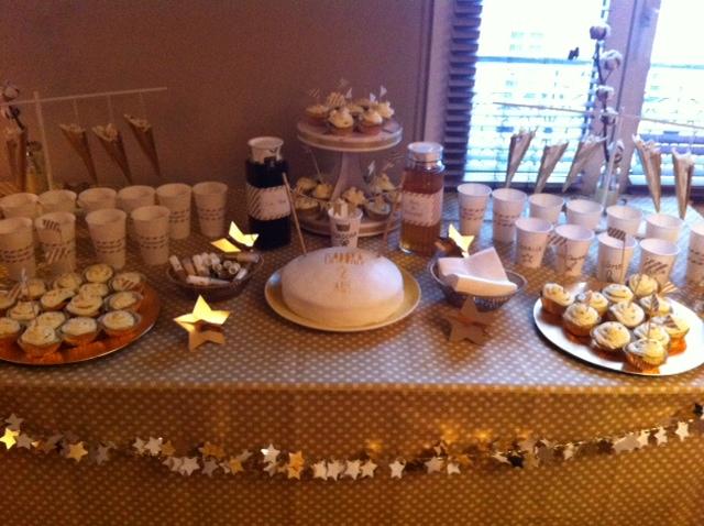 table avec gâteau anni little I