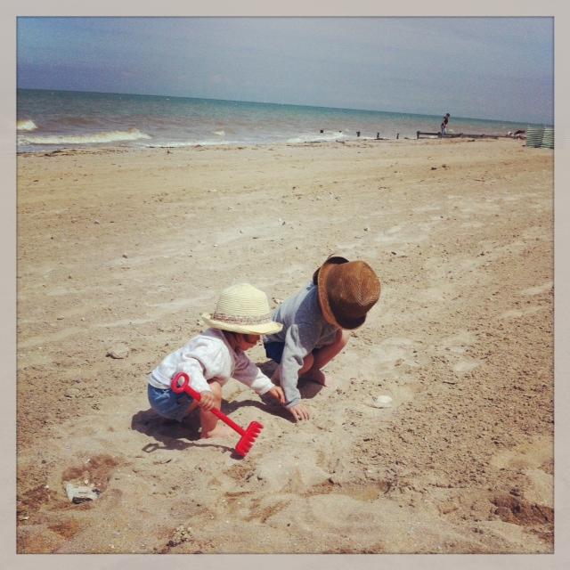 plage avec bébé 18 mois