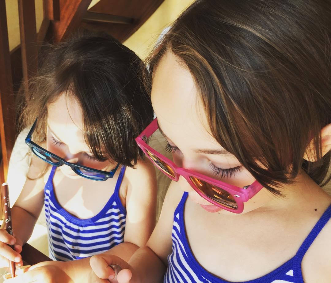 Petit dj lunettes happysunnyfriday bellejournee vacancesaufief vacancesdelareinedeliode