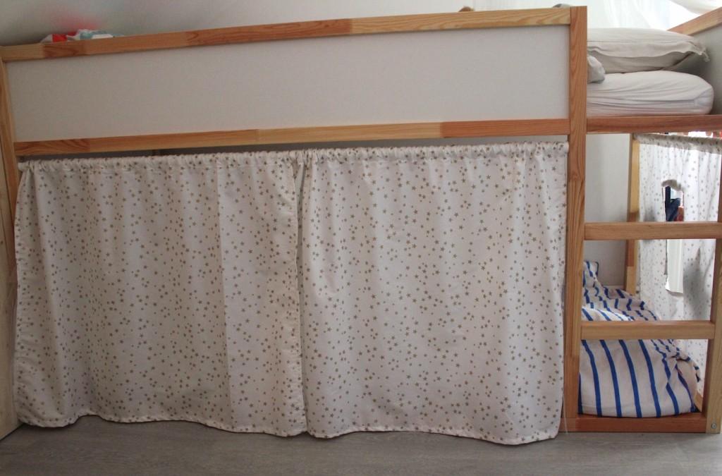 le lit cabane de princesses diy la reine de l 39 iode. Black Bedroom Furniture Sets. Home Design Ideas